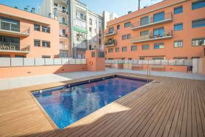 Apartment with large terrace in a building with a swimming pool in Barcelona